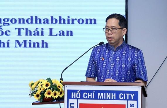 Ông Apirat Sugondhabhirom, Tổng Lãnh sự Vương quốc Thái Lan tại TPHCM phát biểu tại buổi lễ. Ảnh: VOH