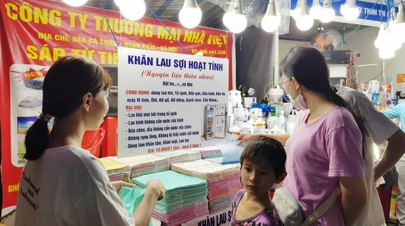 Những chuyến xe hàng Việt được đưa đến phục vụ công nhân các khu công nghiệp