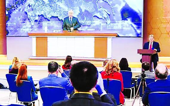Quang cảnh buổi họp báo trực tuyến của Tổng thống Nga Vladimir Putin