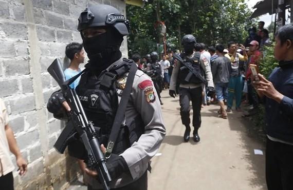Cảnh sát Indonesia. Ảnh: The Wall Street Journal