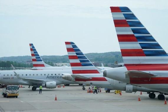 Máy bay của American Airlines ở sân bay Reagan, Washington, Mỹ, ngày 29-4-2020. Ảnh: REUTERS