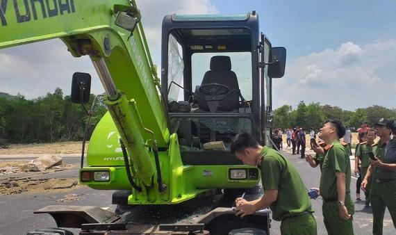 Khám nghiệm hiện trường vụ nhân viên Alibaba đập phá xe cuốc của đoàn cưỡng chế