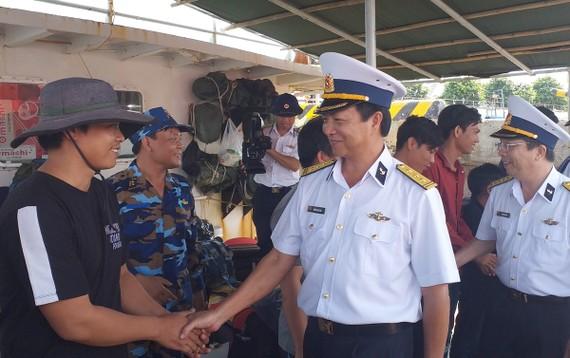 Hải đoàn 129 thăm hỏi, động viên ngư dân tàu BĐ 99137TS gặp nạn