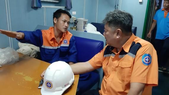 Trung tâm Phối hợp tìm kiếm cứu nạn Hàng hải khu vực 3 động viên thăm hỏi thuyền viên bị nạn