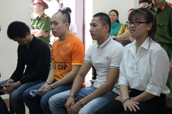 Các bị cáo chờ tuyên án