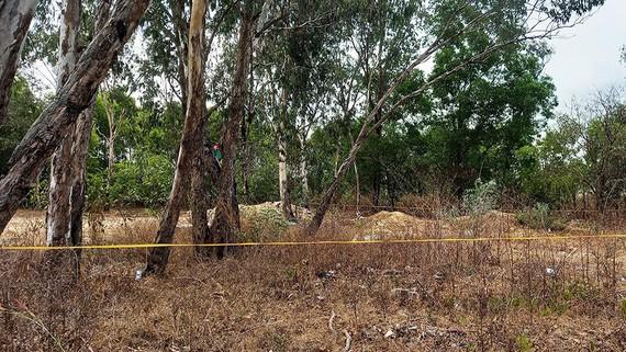 Bãi đất trống nơi phát hiện thi thể bé gái