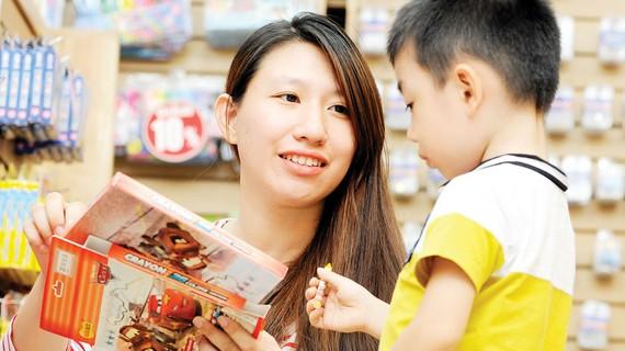 Các đồ dùng học tập có in hình các nhân vật hoạt hình Disney đã chính thức được phân phối tại các siêu thị, nhà sách lớn