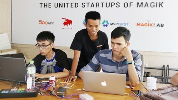 Các bạn trẻ tham gia dự án startup MagikLab tại Khu Công nghệ phần mềm - Đại học Quốc gia TPHCM