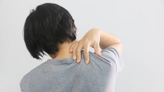 Đau vai gáy có thể không nguy hiểm, song có thể gây ra nhiều lo lắng, khó chịu, mệt mỏi, giảm sút sức lao động và chất lượng cuộc sống