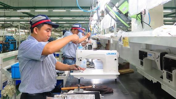 Công nhân Công ty Juki trong ngày làm việc đầu xuân mới 2018