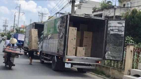 Xe tải đậu bít đường