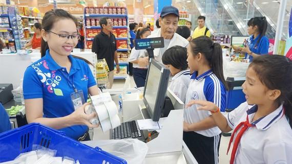 Nhiều sản phẩm được giảm giá mạnh  tại Co.opmart Tân Châu, An Giang