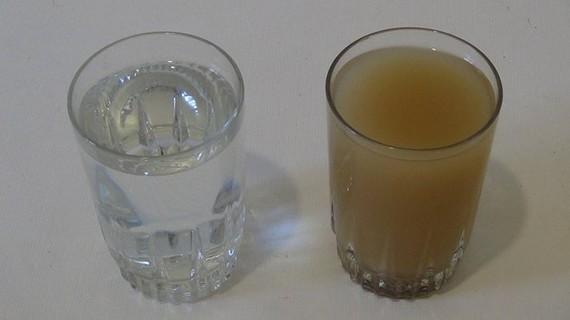 """澳大利亞伊迪斯考恩大學科學家使用納米技術製造出一種新型""""金屬玻璃""""催化劑,可以環保、高效地處理污水。(示意圖源:互聯網)"""