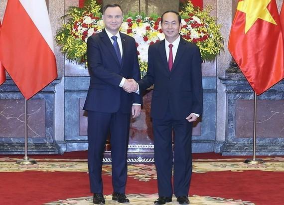 兩國元首友好握手。(圖源:越通社)