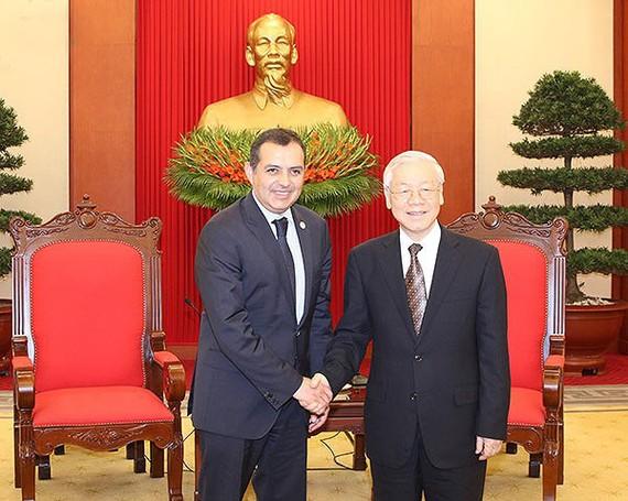 黨中央總書記阮富仲(右)接見墨西哥參議院主席埃內斯托‧科爾德羅‧阿羅約。(圖源:VOV)