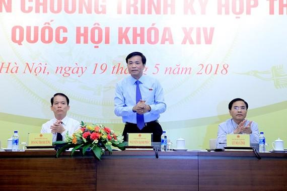 國會秘書長、國會辦公廳主任阮幸福在新聞發佈會上發言。(圖源:明秀)