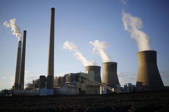 """美國特朗普政府當地時間21日公佈了削減二氧化碳新政策,以取代前奧巴馬政府為削減發電領域溫室氣體而出台的""""清潔電力計劃""""。(圖源:Bloomberg)"""