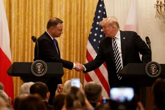 9月18日,在美國華盛頓,美國總統特朗普(右)和波蘭總統杜達出席聯合記者會。(圖源:新華網)