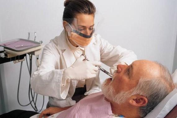 慢病老人拔牙有禁忌。(示意圖源:互聯網)
