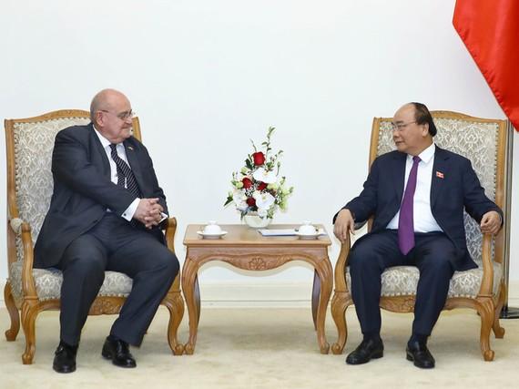 政府總理阮春福接見巴西駐越南大使馬爾科‧安東尼奧‧迪尼茲‧布蘭丹。(圖源:VGP)