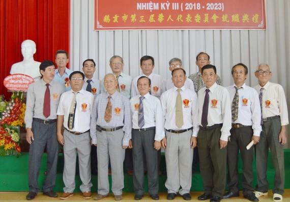 執委會各成員向來賓致敬。