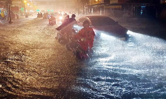 平盛郡丁部領街在下雨時成澤國。