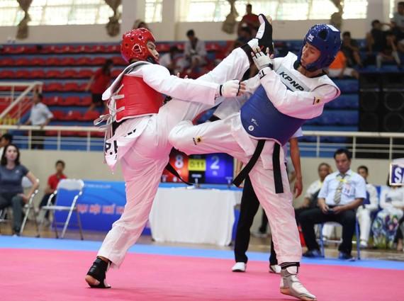 本市運動員李鴻福(紅甲)奪得金牌。(圖源:黎江)