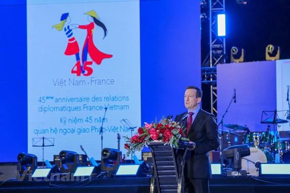 法國駐越南大使貝特蘭·洛爾拉里(Bertrand Lortholary)在2018年法國盛會開幕式上致詞。(圖源:越通社)