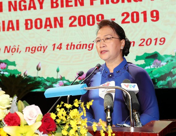 國會主席阮氏金銀在會上致詞。(圖源:人民軍隊報)