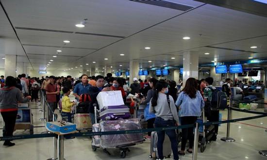 新山一國際航空港提示,乘客在公共大廳及進入航站樓時,不要蒙面或戴口罩和墨鏡。(示意圖源:田升)
