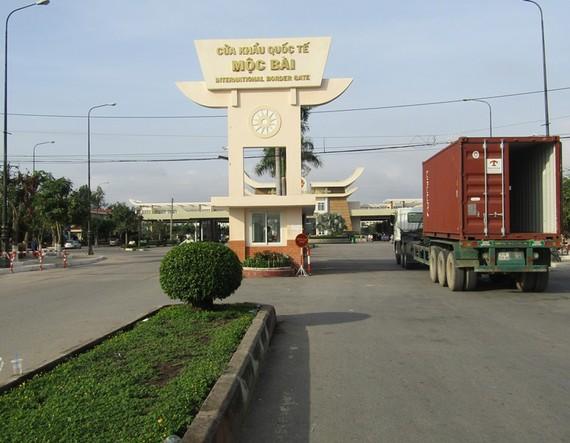 建設本市-沐牌高速路需逾 10 萬億元。圖為西寧省沐牌國際口岸。