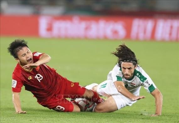 阮光海在對陣伊拉克隊的比賽中頑強拼搏。(圖源:互聯網)