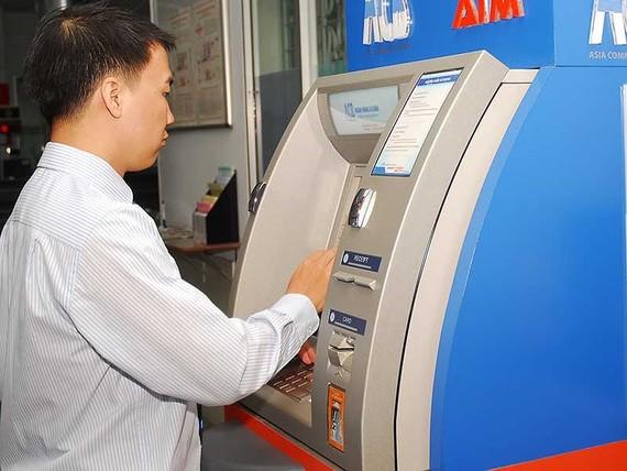 避免在年底交易時被騙,銀行卡持有者不要洩露保密資訊。