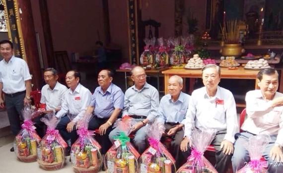 鄭氏宗祠共向25位長者贈送敬老禮物,每份價值約40萬元。