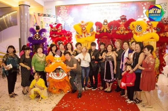 海韻樂隊表演賀年節目。
