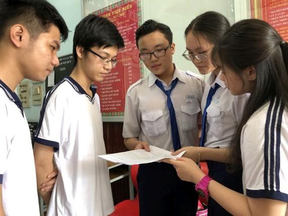 文朗有最多華人學生參加斯次會考,共5名。