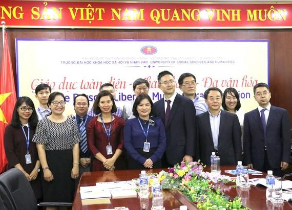 市人文社科大學領導與中國社會科學院國家文化研究中心代表團合影留念。