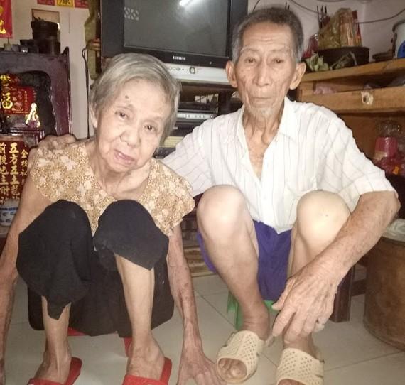 易明夫婦年過八旬,多病纏身。