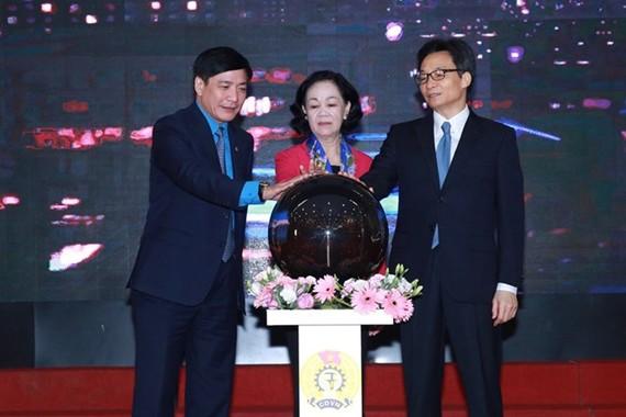 越南工會在線法律諮詢系統按鈕啟動儀式。(圖源:海元)