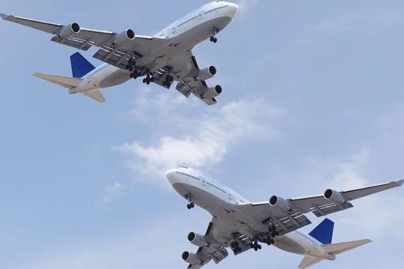 從本市飛往巴黎的編號AF253飛機和從阿布扎比飛往加德滿都的編號EY290的飛機在印度上空險迎面相撞。(示意圖源:田升)