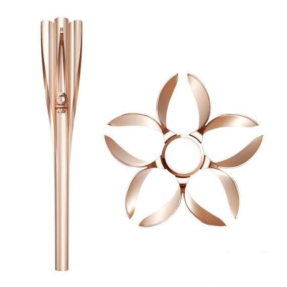 """東京奧運會火炬從上往下看呈櫻花形狀,顏色為櫻花色和金色相結合的""""櫻花金色"""",能噴出25至30釐米高的火焰。(圖源:東京奧組委)"""