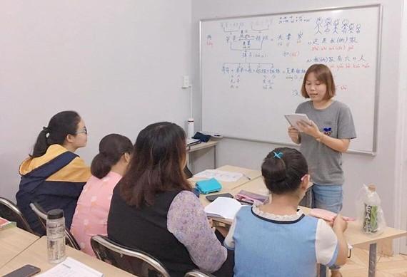 鴻龐SHZ分校的學生正在上課。