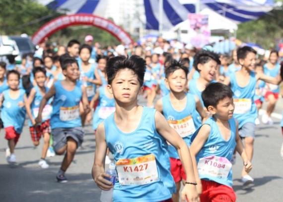孤兒首次參加The Lakes Race慈善跑步賽。(圖源:互聯網)