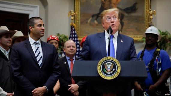 當地時間12日,美國總統特朗普在白宮羅斯福廳發表關於美國5G部署的講話。(圖源:互聯網)