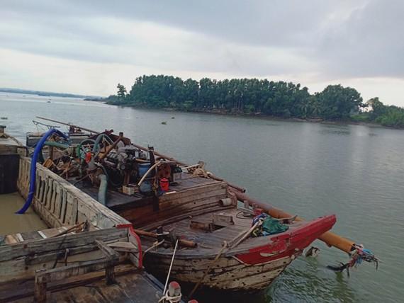 """被扣留的兩艘""""沙賊""""船。(圖源:CTV)"""