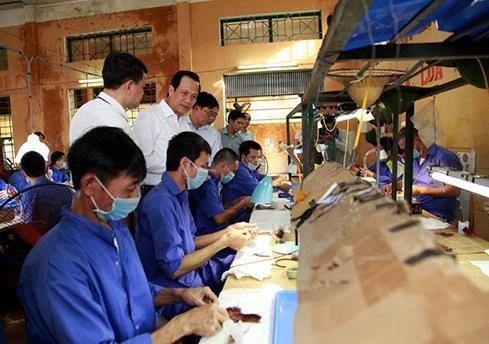 戒毒學員在戒毒單位參加學藝勞動。(圖源:田升)