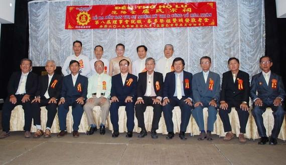 范陽堂盧氏宗祠第八屆理事會合照。