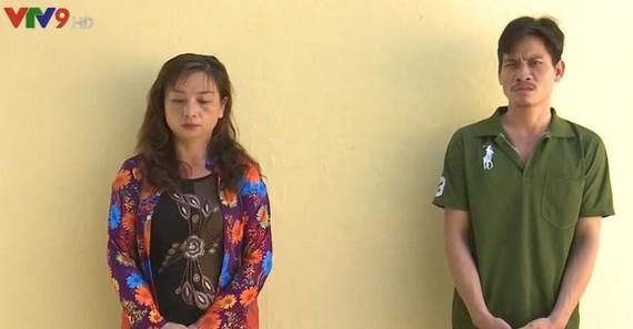 """涉嫌""""運送違禁品""""犯罪的2名嫌疑人黎氏雪娥(左)和范國凱。(圖源:VTV)"""
