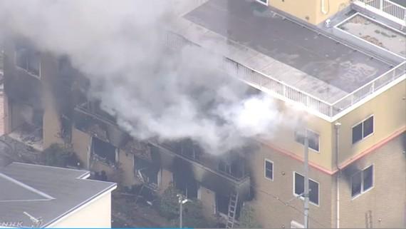 日本京都動畫工作室18日發生火災造成人命重大損失。(圖源:NHK)