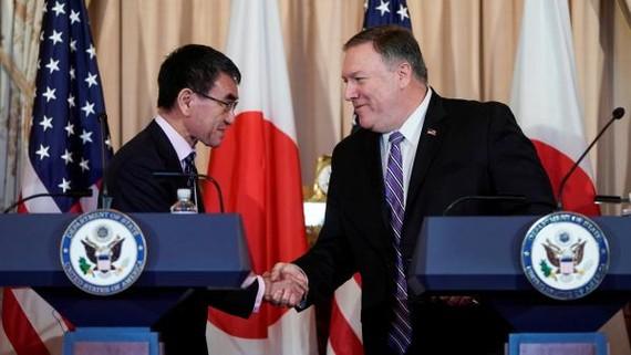 圖為 4月19日美國國務卿彭佩奧(右)與日本外相河野太郎在華盛頓會晤。(圖源:路透社)